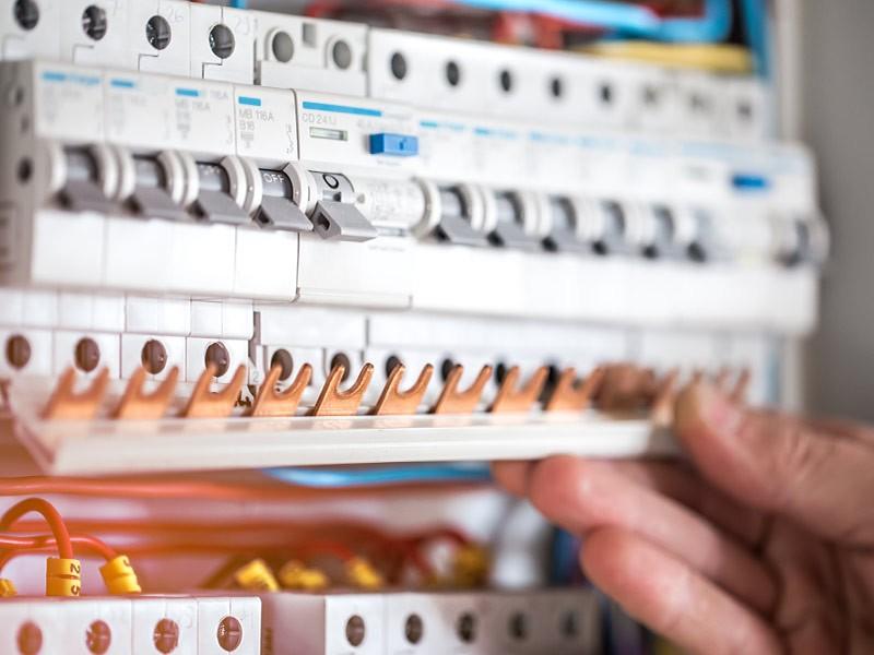 Quanto costa mettere a norma l'impianto elettrico? Spese, interventi e requisiti per impianti sicuri e performanti